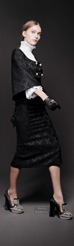 Alexander McQueen Fantasy Fashion Womens Unique Style Inspiration Design #UNIQUE_WOMENS_FASHION