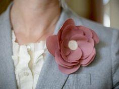 Hacer un pin con flores de tela (1)