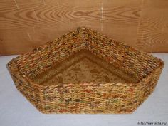 As a corner of the box to make a basket. Плетение из газет Weaving in newspapers