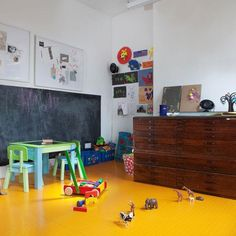 Kids room - Yellow rubber floor