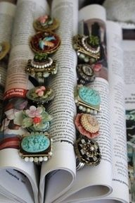 Craft Show Display Ideas – Cool Examples And Tips! http://www.craftmakerpro.com/blog/marketing-tips/craft-show-displays/