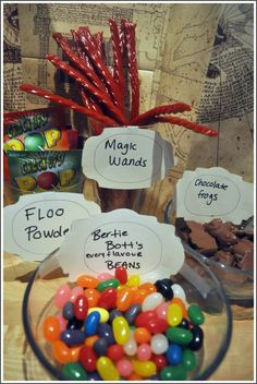 Harry Potter Great ideas for a Potter-themed party! I swear, if I can't make it to the Wizarding World of Harry Potter for my birthday, I'm going to throw a Harry Potter party. No joke. Harry Potter Snacks, Baby Harry Potter, Harry Potter Baby Shower, Harry Potter Motto Party, Harry Potter Fiesta, Harry Potter Marathon, Classe Harry Potter, Harry Potter Thema, Harry Potter Halloween Party