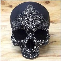 Anybody know where I can find a skull head to decorate? Comment on this post or msg me plz Caveira Mexicana Tattoo, Sugar Skull Art, Sugar Skulls, Sugar Skull Painting, Day Of The Dead Skull, Candy Skulls, Mexican Skulls, Skulls And Roses, Skull Decor