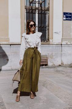 Ich glaube, das wird meine Sommerhose 2018. Kaum ein Kleidungsstück hatte ich schon so oft an wie diese weite, khaki-farbene Hose. Das Material ist super luftig und leicht, die Farbe easy zu kombinieren und passt…