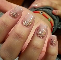 Nude nails with gold glitter Ongles nude avec des paillettes d'or The post Ongles nude avec des paillettes d'or appeared first on Berable. Gold Nail Art, Glitter Nail Art, Gold Nails, Gold Glitter, Glitter Wedding, Stiletto Nails, Gold Wedding Nails, Glitter Pedicure, Diy Pedicure