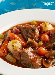 Slow-Cooker Classic Beef Stew ~ A deeply flavoured beef stew that is fork tender with a rich sauce from slow-cooked vegetables and wine. The delicious aroma will fill your house with mouthwatering anticipation. Crock Pot Slow Cooker, Crock Pot Cooking, Slow Cooker Recipes, Crockpot Recipes, Cooking Recipes, Healthy Recipes, Cooking Videos, What's Cooking, Cooking Time