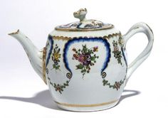 Decorated with the 'Feuille de Choux' pattern, in the Sèvres style.  Unmarked  The Lady Ludlow collection, gift of the Art Fund 2004TitleTeapot, c.1775Object number2004.192/Cer.CollectionCERAMICSCreatorWorcester PorcelainProduction placeWorcesterDate 1773 - 1777Production period18th centurySchool/styleEnglishObject nameTeapotMaterialSoft Paste PorcelainTechniquePolychrome Enamel, GildedDimensions  Height: 11.7 cm  Height: With cover 14.2 cm