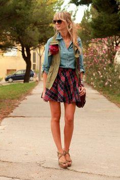 Love it! Un atuendo perfecto combinado con una blusa de jean y una falda mas femenina #ojoconesto #moda #tendencia #jeans #cuadros