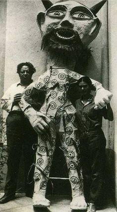 Diego Rivera y Frida Kahlo con un judas (c.1929).