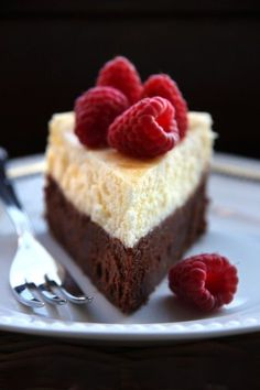 If you cant decide between Brownies and Cheesecake = Brownie-Cheesecake! Desserts Végétaliens, Chocolate Desserts, Delicious Desserts, Dessert Recipes, Dessert Blog, Camping Desserts, Raspberry Chocolate, Chocolate Chocolate, Health Desserts
