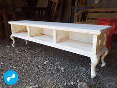 Estante para home theater, patinado branco em madeira de demolição.  Visite nosso site: http://vrmarcenaria.com.br/  Ou entre em contato para orçamento: (11) 3845-5210 contato@vrmarcenaria.com.br