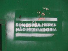 Stêncil feminista numa das paredes da FAU, de uma mulher para os alunos.  / Alinne Anno Gabriela Gushiken Luis Vieira Tomás Stephan Vitor Ciosaki