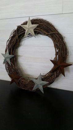 Grapevine Wreath with Stars Homemade Wreaths, Grapevine Wreath, Grape Vines, Stars, Flowers, Christmas, Xmas, Vineyard Vines, Sterne