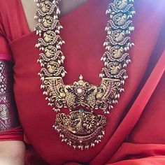 15 Incredibly Beautiful Ottiyanam (Hip Belt) Designs For Brides! Jewelry Design Earrings, Gold Jewellery Design, Gold Jewelry, Buy Jewellery Online, Latest Jewellery, Indian Bridal Jewelry Sets, Terracota Jewellery, South India, Jewelry Patterns