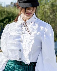 Finish the week wearing the perfect blouse❤️ #style #madeinitaly #fashionpost #fall #model #blouse