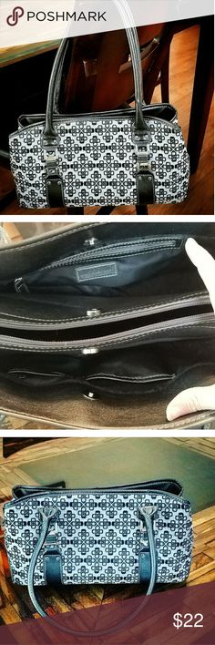"""CFOFT & BARROWE Purse Medium size NWOT croft & barrow purse ,  grey and black in color, 4 compartments inside of bag, two of wich zip close. Body of bag is 6 1/2"""" in height. magnetic closers for main part of purse .    very cute! croft & barrow Bags Shoulder Bags"""