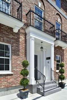 Colonial Exterior, Interior And Exterior, Georgian Architecture, Home Fashion, Townhouse, Design Trends, Entrance, Brooklyn, Porch