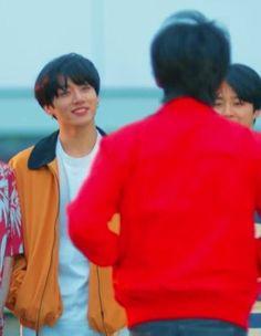 Gif e scleri: Vkook Namjoon, Taehyung, Jungkook Date Of Birth, Car Door Guy, Ulsan, Gwangju, I Hate You, Min Suga, Worldwide Handsome