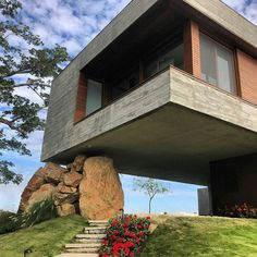 Contemporary residence in Brasil by Stemmer Rodrigues. #brasil #concrete www.amazingarchitecture.com ✔️…