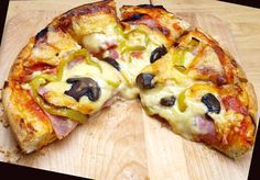 Cookbook Recipes, Cooking Recipes, Calzone, Pizza Dough, Hawaiian Pizza, Vegetable Pizza, Italian Recipes, Food And Drink, Salsa