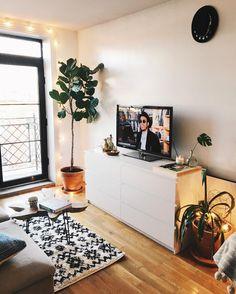 3,903 отметок «Нравится», 50 комментариев — Viktoria Dahlberg (@viktoria.dahlberg) в Instagram: «Good morning home ✨So happy now we got a TV ✨ #happywednesday #uohome #interior #nyc»