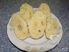 Recept Houskový knedlík 1 - Toto je můj tradiční domácí houskový knedlík.