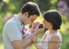 (pose)  Outdoor Newborn Session–outdoor newborn photography « muddyfaces.com