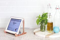 Obsessed with the copper look. Use copper pipes to create a DIY tablet stand!