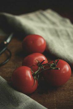 Tomato And Mustard Chutney - Cook Republic Tomato Basil Pasta, Tomato Pasta Sauce, Homemade Tomato Sauce, Tomato Mozzarella, Homemade Salsa, Basil Chicken, Tomato Salad, Fresh Tomato Recipes, Fresh Tomato Salsa