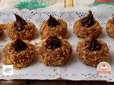 Mogyorókrémmel töltött kekszfészek Nutella, Muffin, Food And Drink, Pudding, Place Card Holders, Breakfast, Sweet, Desserts, Mascarpone