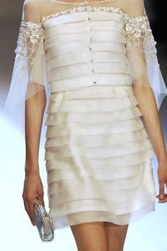 Valentino at Paris Fashion Week Spring 2007 - Details Runway Photos Style Couture, Couture Mode, Couture Details, Couture Fashion, Runway Fashion, Womens Fashion, White Fashion, Look Fashion, Fashion Details