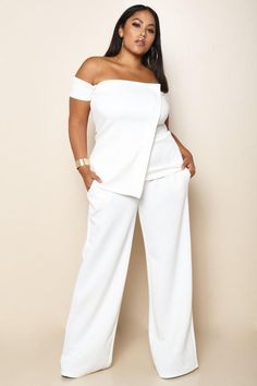A fabulous plus size pants and top set for a cool party look. Top features an off-shoulder styling, short sleeves, draped-over front, and zip-up back. Pants are made with a high rise waist, side pocke Plus Size White Outfit, Plus Size White Jumpsuit, White Pants Outfit, All White Outfit, Plus Size Pants, Xl Mode, Mode Plus, Trendy Dresses, Plus Size Dresses