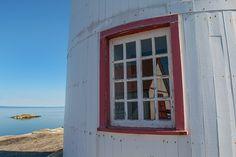 Le phare de l'île Verte Bas Saint Laurent, Destinations, Lighthouse, Nature, Garage Doors, Windows, Outdoor Decor, Home Decor, Green