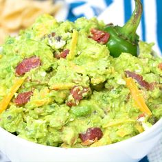 Jalapeno Popper Guacamole is so creamy with salty pieces of bacon, a little cheddar cheese, and a diced jalapeno for some heat. Served with tortilla chips, this guacamole is the perfect appetizer for game day or a Cinco de Mayo party. Jalapeno Recipes, Avocado Recipes, Jalapeno Poppers, Jalapeno Dip, Appetizer Dips, Appetizer Recipes, Easter Recipes, Dip Recipes, Recipies
