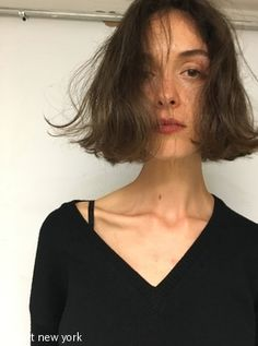 Texture bob for ❤️ Choppy Bob Hairstyles, Weave Hairstyles, Shot Hair Styles, Curly Hair Styles, Hair Inspo, Hair Inspiration, Inspo Cheveux, Stacked Haircuts, Foto Top