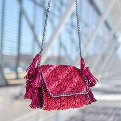 On Wednesdays we wear pinkEncantadas com essa bolsa charmosa & super summer da @catarinamina que é novidade no iLove via @oqvestir {É só digitar o nome da marca na busca para encontrar várias  bags como essa...} #ShopOnline #NewIn