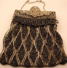 Vintage evening bag. On the search for a similar bag. Love these.