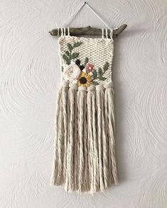 Crochet Wall Hangings, Weaving Wall Hanging, Weaving Art, Loom Weaving, Tapestry Weaving, Diy Arts And Crafts, Diy Crafts, Peg Loom, Crafty Craft
