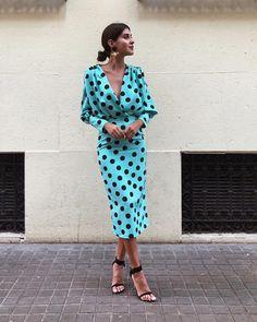 Polka Dot V Neck Long Sleeve Maxi Dress - Herren- und Damenmode - Kleidung Mode Outfits, Dress Outfits, Fashion Dresses, Maxi Dresses, Blue Dresses, Mode Abaya, Modelos Fashion, Look Retro, Feminine Fashion