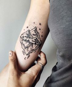 What does mountain tattoo mean? We have mountain tattoo ideas, designs, symbolism and we explain the meaning behind the tattoo. Great Tattoos, Trendy Tattoos, Beautiful Tattoos, Small Tattoos, Awesome Tattoos, Temporary Tattoos, Cow Skull Tattoos, Body Art Tattoos, Sleeve Tattoos