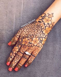 Image may contain: one or more people Khafif Mehndi Design, Indian Mehndi Designs, Mehndi Designs For Girls, Stylish Mehndi Designs, Mehndi Design Pictures, Beautiful Mehndi Design, Mehndi Images, Latest Henna Designs, Floral Henna Designs
