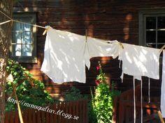 Cottage clothesline