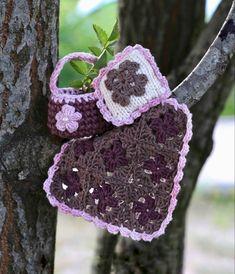 Kan bla brukes til Maileg Micro og Storesøstermus. Korg passer også til større kosedyr. Crochet Earrings, Pattern, Model, Patterns