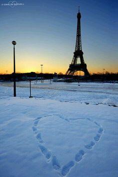Tour Eiffel in the winter snow Torre Eiffel Paris, Paris Eiffel Tower, Eiffel Towers, Beautiful Paris, Paris Love, Tuileries Paris, Paris City, Paris Paris, Montmartre Paris