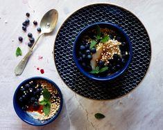 Quinoa Raz! Quinoa, Panna Cotta, Fruit, Ethnic Recipes, Food, Dulce De Leche, Essen, Meals, Yemek
