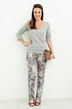 Blusa da Nk Store com calça da Cris Barros e sapatilha Lliée