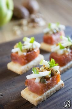 Marinated salmon, apple, walnuts and capers on Brisée Mustard Tapas Menu, Michelin Star Food, Spanish Dishes, Party Finger Foods, Food Decoration, Appetisers, Creative Food, Appetizer Recipes, Mousse