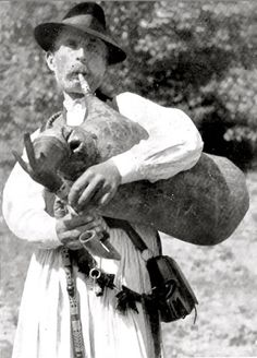 Hungarian Bagpipes and Media Dignity. Bagpipe Music, Drum Major, Europe, 16th Century, Hungary, Making Out, Musicals, Folk, The Past