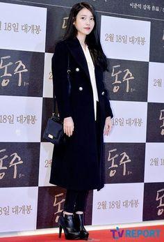 Lee Ji eun Iu Fashion, Beautiful Asian Women, Korean Beauty, Asian Woman, Red Carpet, Singer, Actresses, Coat, People