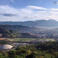 Te presentamos la selección del día: <<ÁVILA>> en Caracas Entre Calles. El Poliedro Hipódromo La Rinconada Caracas y su Parque Nacional El Avila 10/10/2017 7.45 am ============================ F O T Ó G R A F O >> @jaimesierra01 << Visita su galería ============================ SELECCIÓN @mahenriquezm TAG #CCS_EntreCalles ================ Team: @ginamoca @luisrhostos @mahenriquezm @teresitacc @floriannabd ================ #avila #ElAvila #Warairarepano #Caracas #Increibleccs #Instavenezuela…